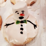 Decorate your snowmen with toothpicks dipped into decorative gel and food coloring.