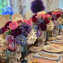 Sam Ciardi of Samuel Robert Signature Spaces created an oh-so-pretty, French Country-inspired dining room.